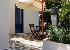 Giannis Hotel Apartments - Adamantas - Innenhof