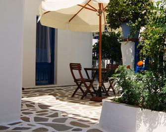 Giannis Hotel Apartments - Adamantas - Uteplats
