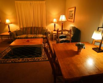 Lamplighter Suites - Saint Francisville - Living room