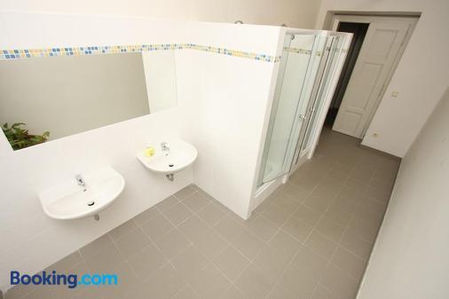 Charles Square Hostel - Prague - Bathroom