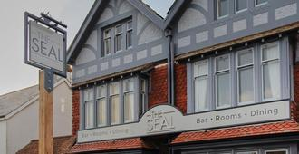 The Seal - Chichester - Building