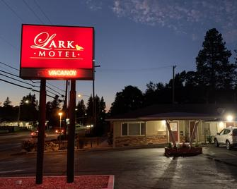 Lark Motel - Willits - Building