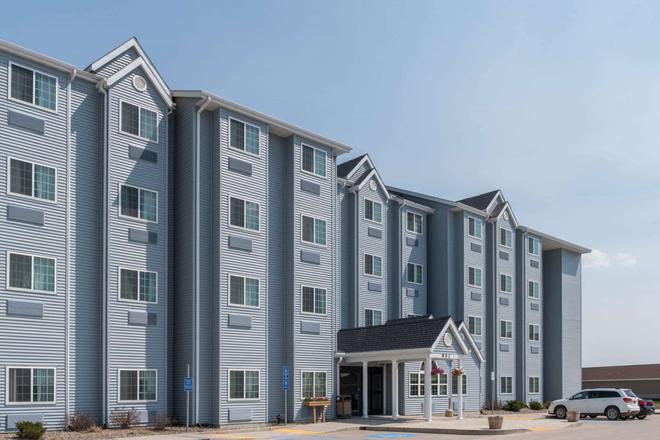 Microtel Inn & Suites by Wyndham Stanley - Stanley - Building