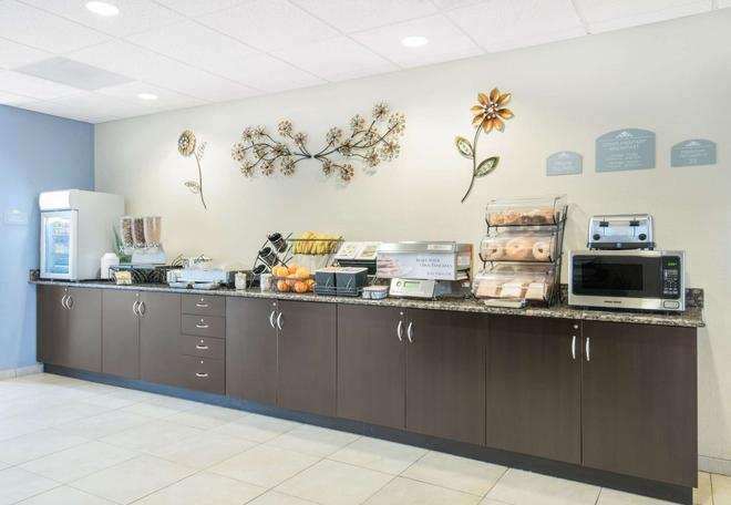 Microtel Inn & Suites by Wyndham Stanley - Stanley - Buffet