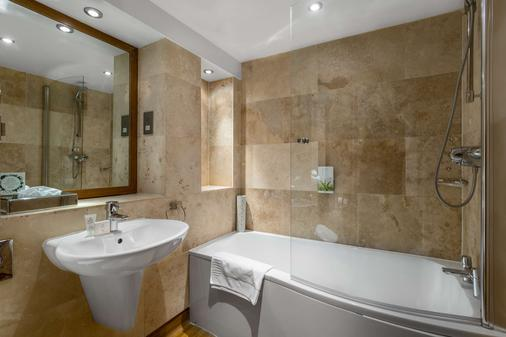Woodford Bridge Country Club By Diamond Resorts - Holsworthy - Bathroom