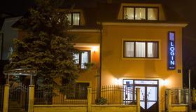 Log In Rooms - Zagreb - Building