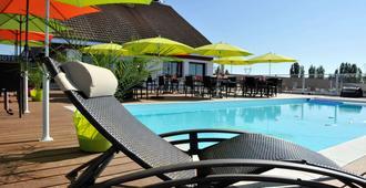 赫美茲布里特酒店 - 庫謝 - 第戎 - 游泳池