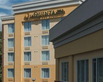 La Quinta Inn & Suites by Wyndham Lynchburg at Liberty Univ. - Lynchburg - Edificio