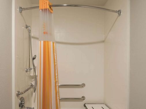 林奇伯格利伯緹大學拉昆塔套房酒店 - 林赤堡 - 林奇堡 - 浴室