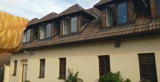 Penzion Na Jizdarne - Starý Plzenec - Building