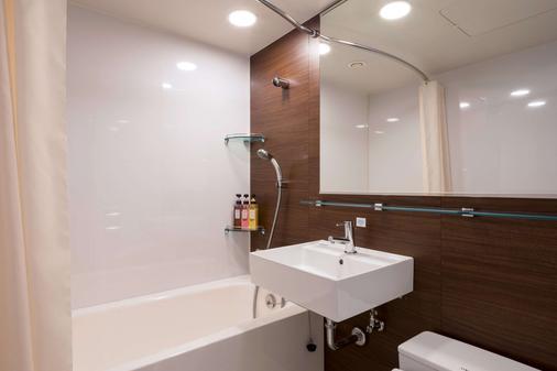 Comfort Hotel Tokyo Higashi Kanda - Tokyo - Bathroom