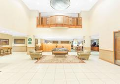 Wingate by Wyndham Bentonville Airport - Bentonville - Lobby