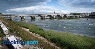 Cote Loire - Auberge Ligerienne - Blois - Building