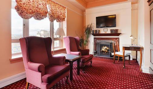 Bedford Regency Hotel - Victoria - Living room