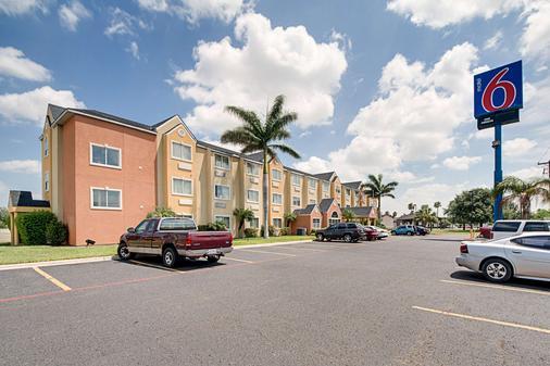 Motel 6 Mcallen - East - McAllen - Building