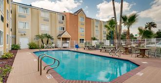 Motel 6 Mcallen - East - McAllen - Pool