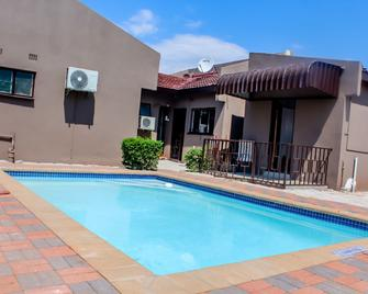 Overflow Guest House - Gaborone - Pool