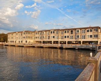 Silver Cloud Inn - Mukilteo Waterfront - Mukilteo - Building