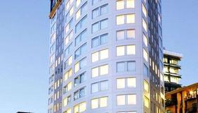 Bolton Hotel - Wellington - Building