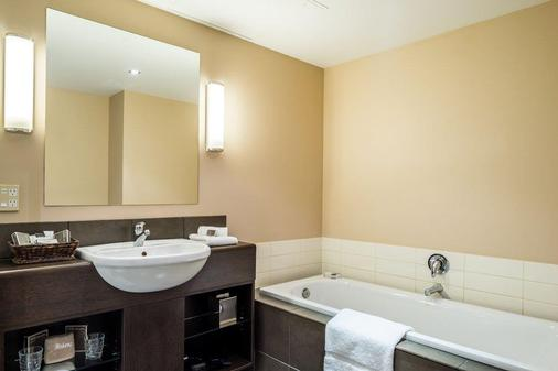 Bolton Hotel - Wellington - Bathroom