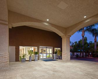 Holiday Inn Express Hotel & Suites San Diego-Escondido - Escondido - Building