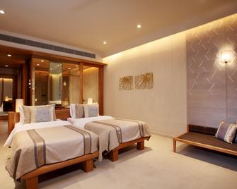 Sri Panwa Phuket Luxury Pool Villa Hotel - Wichit - Bedroom