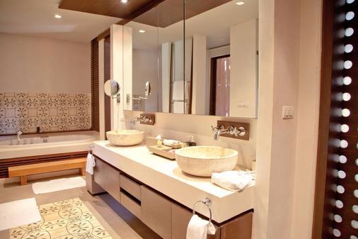 Sri Panwa Phuket Luxury Pool Villa Hotel - Wichit - Kylpyhuone
