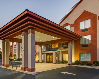 Comfort Suites Gwinnett Medical Center Area - Lawrenceville - Gebäude