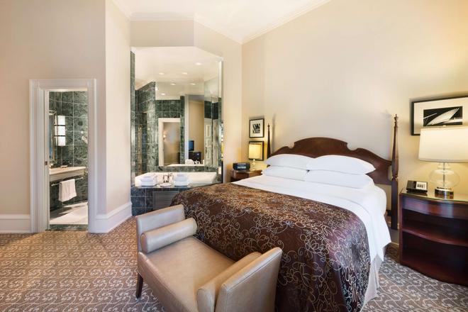 The Pfister Hotel - Milwaukee - Bedroom