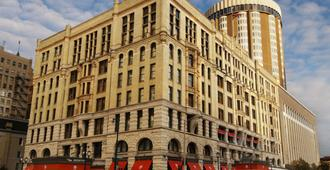 The Pfister Hotel - Milwaukee - Building