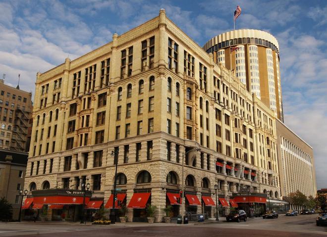 The Pfister Hotel - Milwaukee - Building