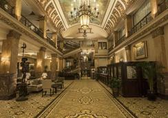 The Pfister Hotel - Milwaukee - Lobby