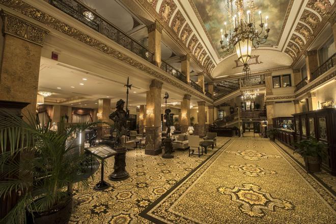 The Pfister Hotel - Milwaukee - Lobby