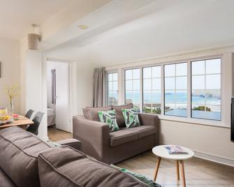 Oystercatcher Apartments - Wadebridge - Living room