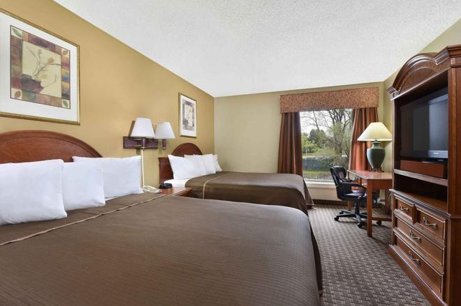 Howard Johnson by Wyndham Allentown Dorney Hotel & Suites - Allentown - Schlafzimmer