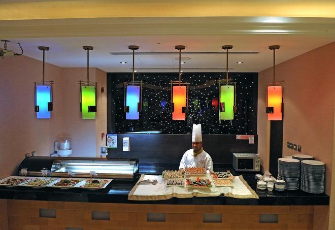 杜拜蓮花地鐵酒店公寓 - 杜拜 - 自助餐
