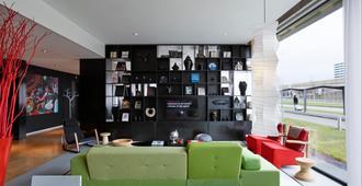 citizenM Schiphol Airport Hotel - Schiphol - Sala de estar