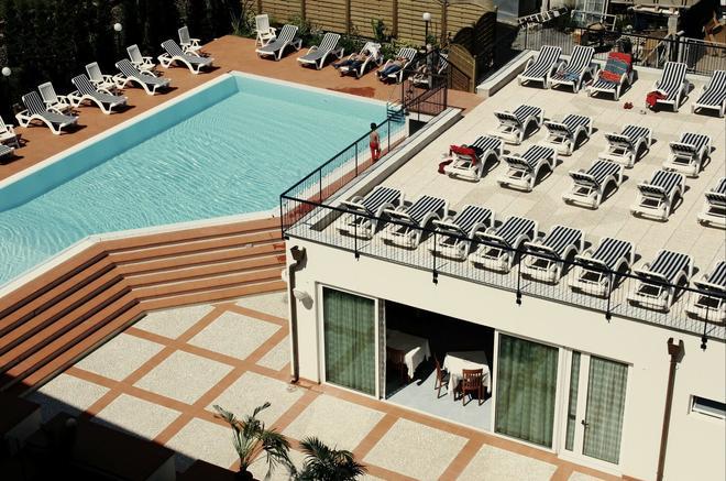 Hotel Residence Mediterraneo - Diano Marina - Piscina