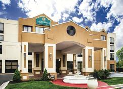 La Quinta Inn & Suites by Wyndham Newark - Elkton - Elkton - Building