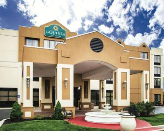 La Quinta Inn & Suites by Wyndham Newark - Elkton - Elkton - Building