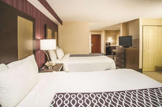 La Quinta Inn & Suites by Wyndham Newark - Elkton - Elkton - Bedroom
