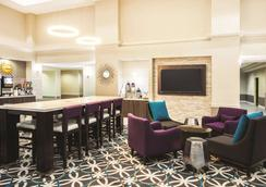 La Quinta Inn & Suites by Wyndham Newark - Elkton - Elkton - Lounge