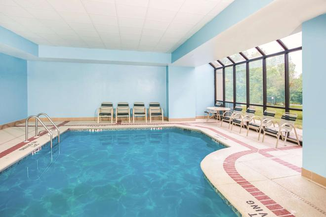 La Quinta Inn & Suites by Wyndham Newark - Elkton - Elkton - Pool