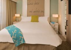 Beach House Suites By The Don Cesar - Saint Pete Beach - Bedroom
