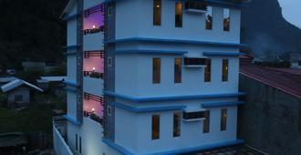 Den'gi Inn - El Nido - Building