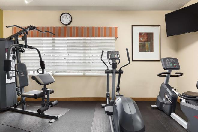 Country Inn Suites, Asheville at Asheville Outlet - Asheville - Gimnasio