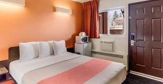 Motel 6 Lethbridge Ab - Lethbridge - Bedroom