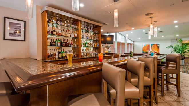 Best Western Plus Atlantic Beach Resort - Miami Beach - Bar