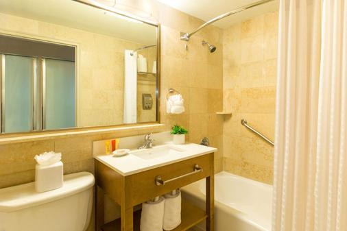 Best Western Plus Atlantic Beach Resort - Miami Beach - Bathroom