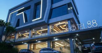 Hotel 88 Tendean Jakarta - ג'קרטה - בניין